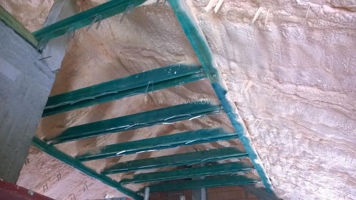 izolacja natryskowa dachu pianką