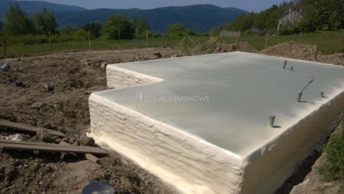 ocieplenie fundamentu pianką