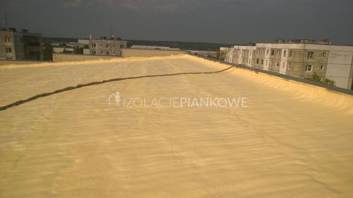 izolacja dachu płaskiego natryskowo