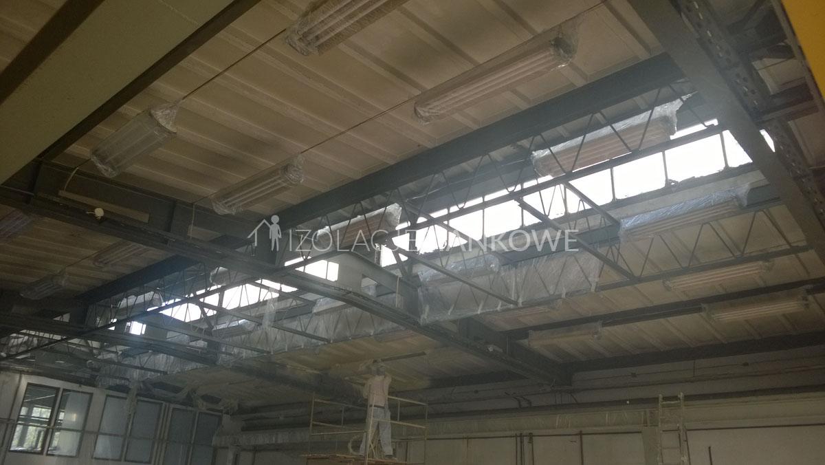 izolacja natryskowa hali produkcyjnej