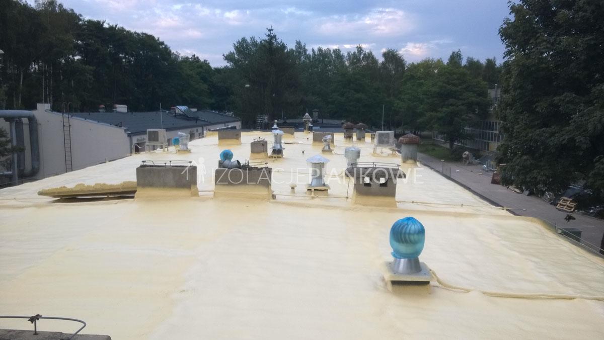 izolacja piankowa dachu płaskiego