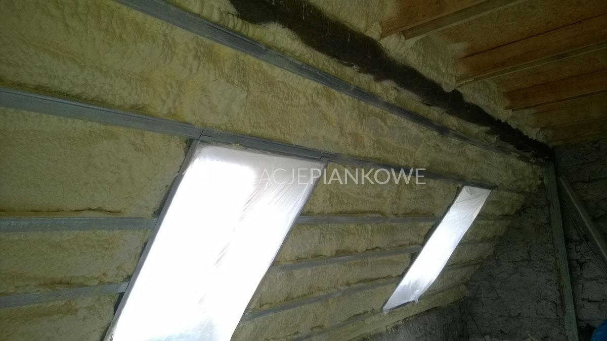 izolacja termiczna pianą