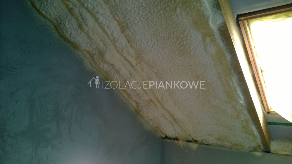 izolacje natryskowe poddasze domu