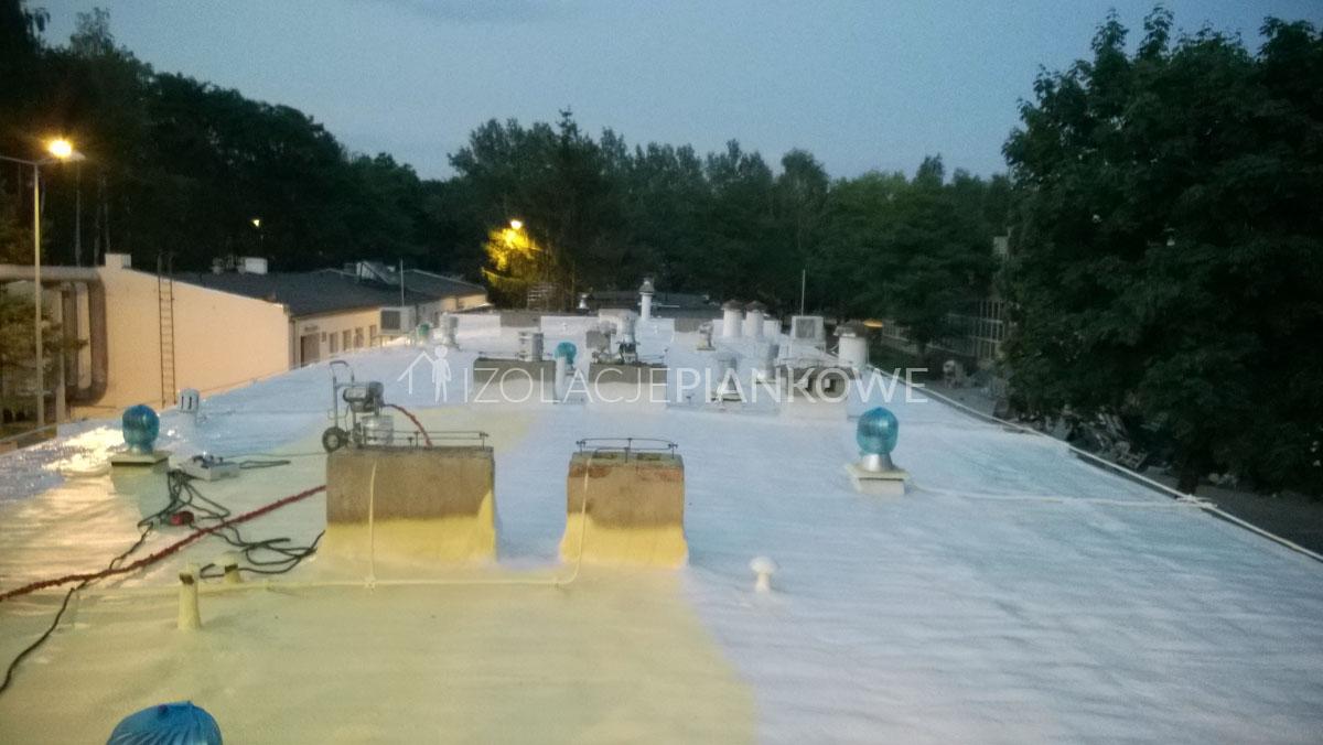natrysk pianki i farby dachowej