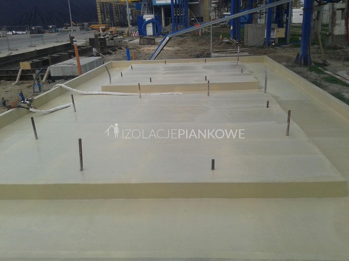 natrysk polimocznika na beton