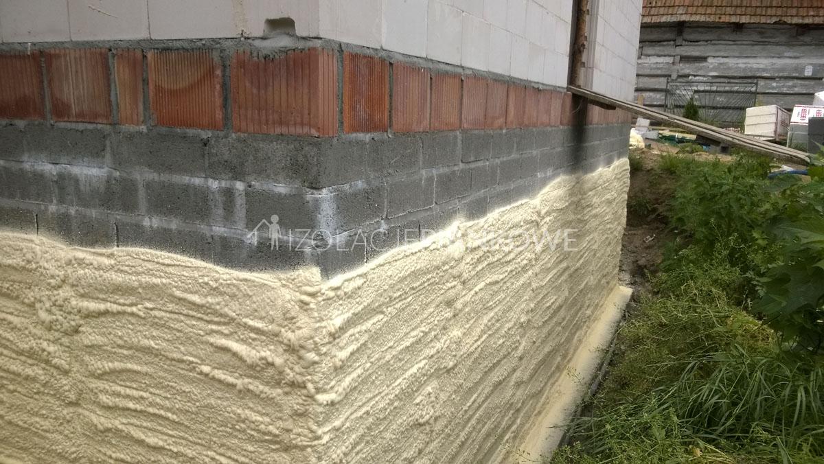 ocieplenie fundamentu pianą poliuretanową