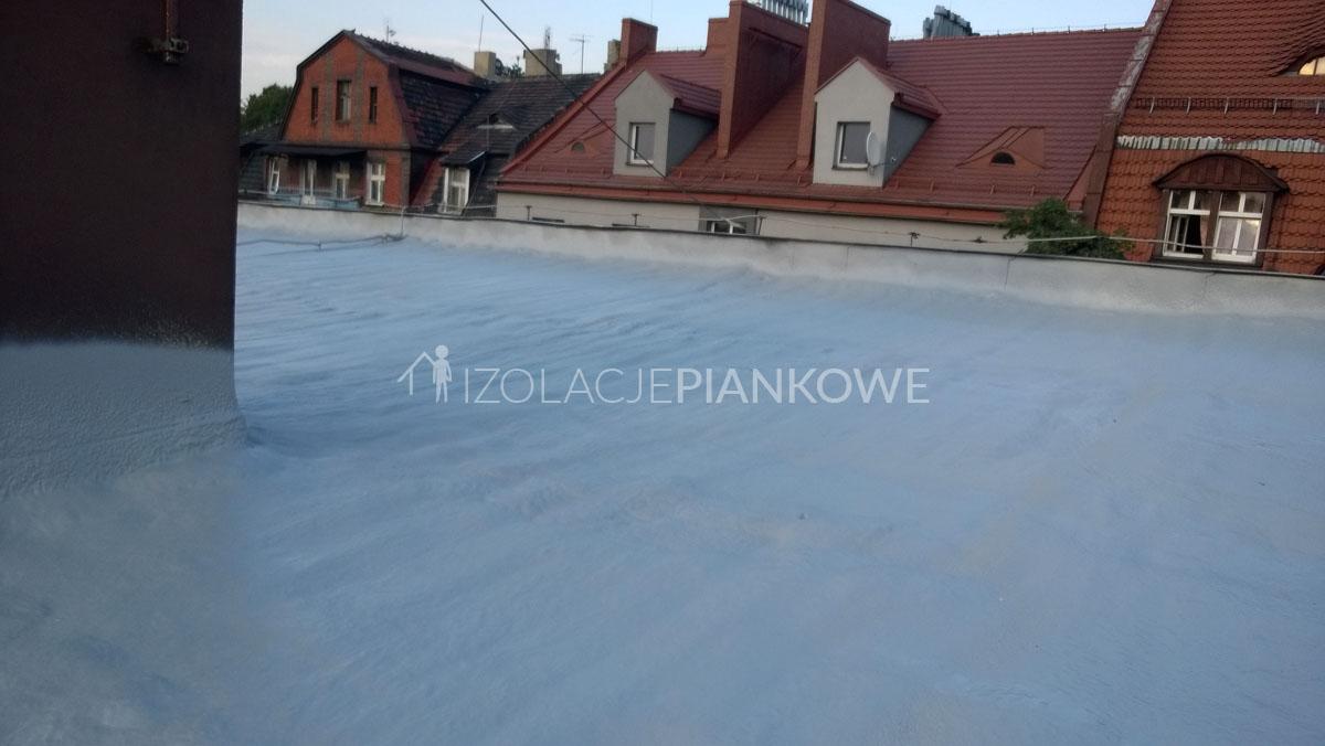 ocieplenie natryskowe dachu płaskiego