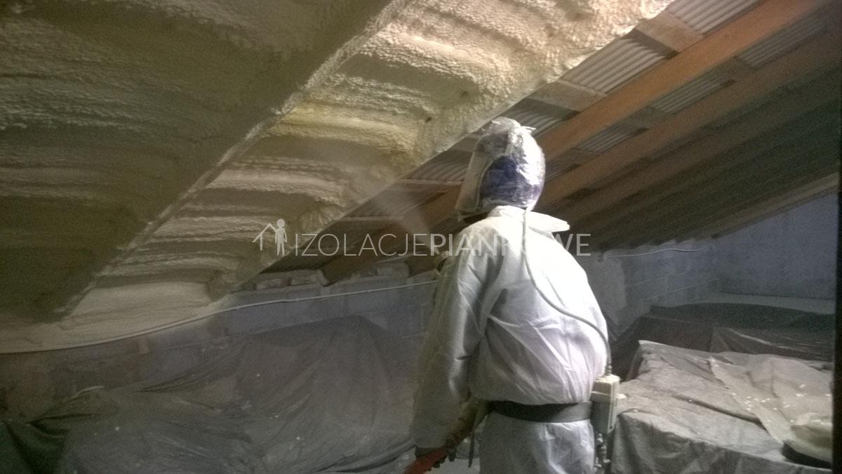 ocieplenie wewnętrzne dachu pianą