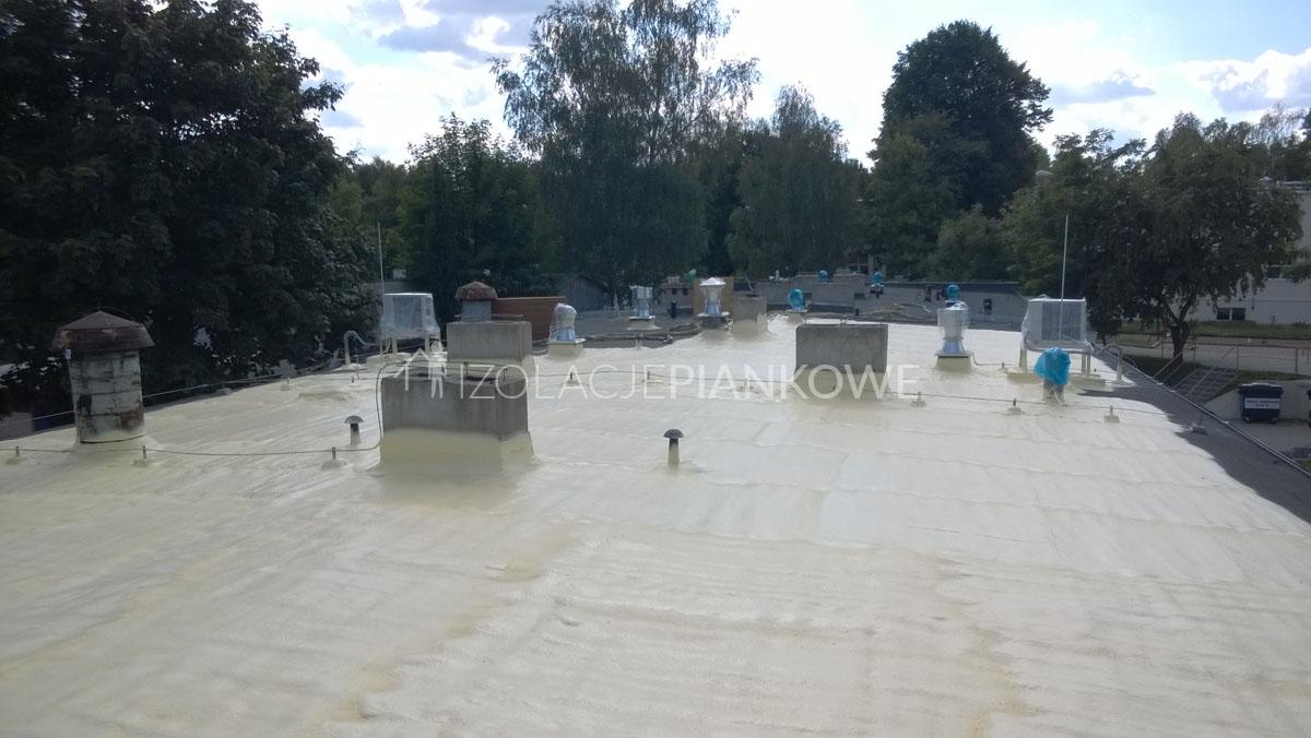 pokrycie dachu płaskiego pianką