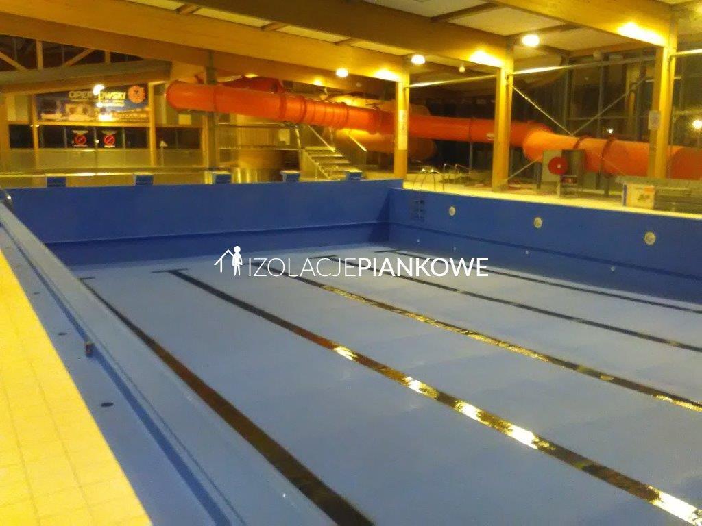 izolacja natryskowa w basenie
